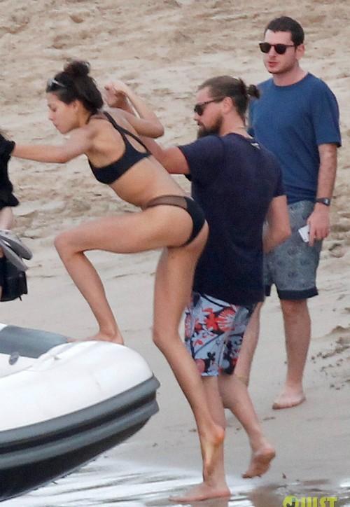 Tài tử Leonardo DiCaprio vui vẻ bên các chân dài sexy - ảnh 4
