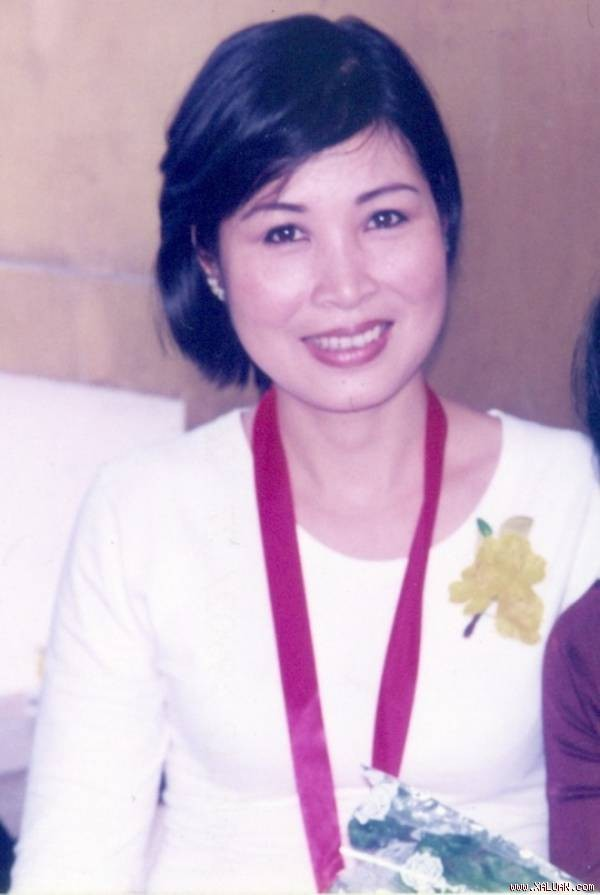 NSND Hồng Vân tại lễ trao Giải Mai Vàng năm 1998