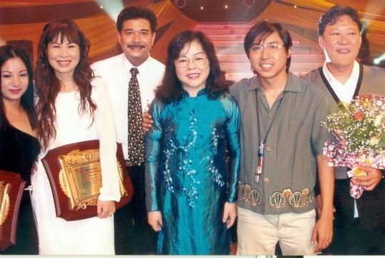 NSND Hồng Vân: 'Bố mẹ luôn chiều ý tôi!' - ảnh 6
