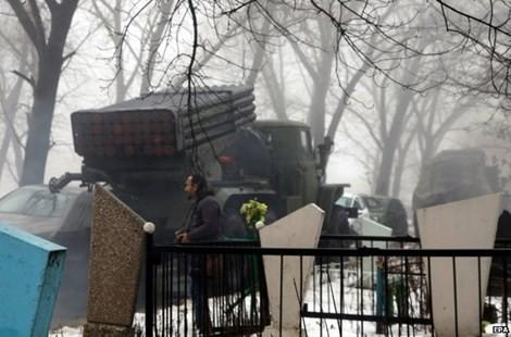 Ukraine tố Nga đã 'tấn công bằng quân thường trực' - ảnh 1