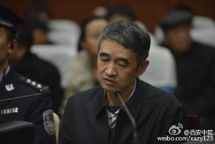 Ông Liệu Kiến Hoa khai nhận hối lộ tại tòa. Ảnh: SCMP