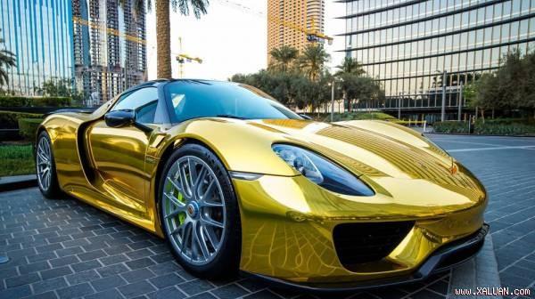 Chiếc Porsche 918 Spyder Hybrid mang số hiệu 222/918 được mạ chrome vàng cực độc.
