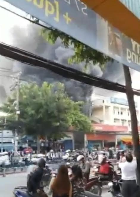 Cháy, nổ lớn tại cây xăng ở Sài Gòn - ảnh 1