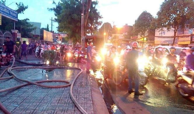 Cháy, nổ lớn tại cây xăng ở Sài Gòn - ảnh 3