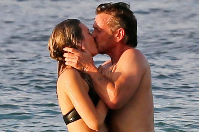 Bạn gái kém sao Hollywood Sean Penn 32 tuổi là ai? - ảnh 1