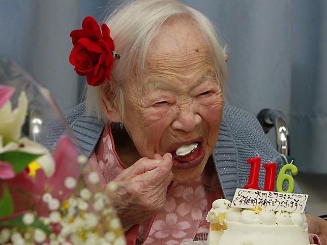 Bí quyết sống khỏe của 5 cụ bà hơn 100 tuổi - ảnh 1