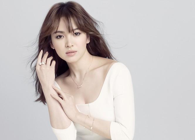 Song Hye Kyo khoe làn da sứ, nhan sắc không tì vết - ảnh 3