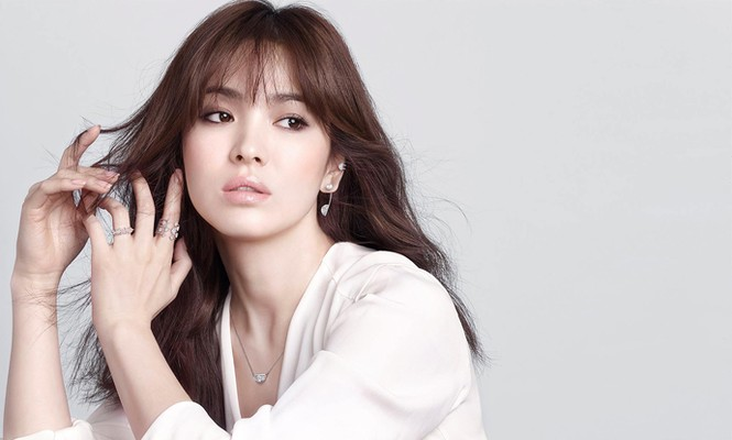 Song Hye Kyo khoe làn da sứ, nhan sắc không tì vết - ảnh 5