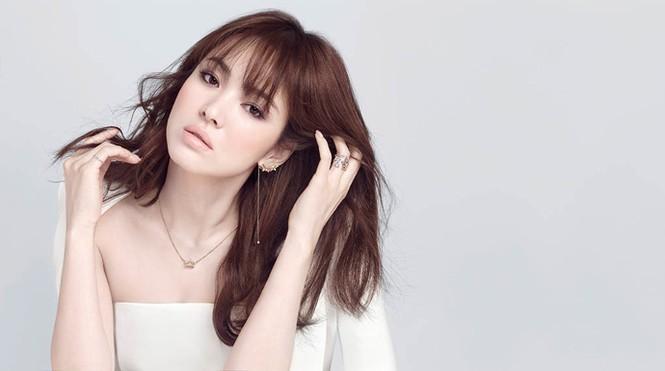 Song Hye Kyo khoe làn da sứ, nhan sắc không tì vết - ảnh 1