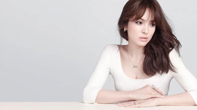 Song Hye Kyo khoe làn da sứ, nhan sắc không tì vết - ảnh 4