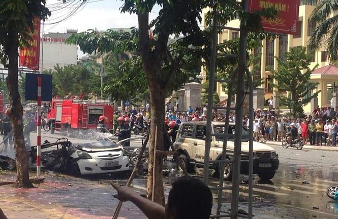 Taxi nổ tan nát trên phố, 2 người tử vong tại chỗ - ảnh 2
