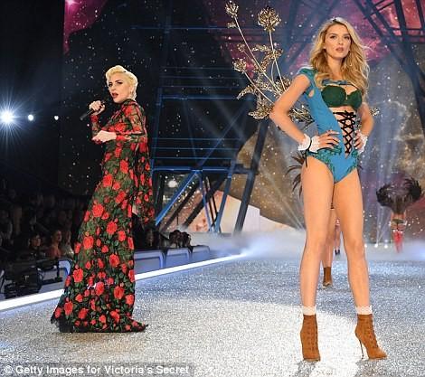 người đẹp,vẻ đẹp,trình diễn,Victoria's Secret,Irina Shayk,catwalk,chân dài, nội y , Gigi Hadid, Kendall Jenner - ảnh 20