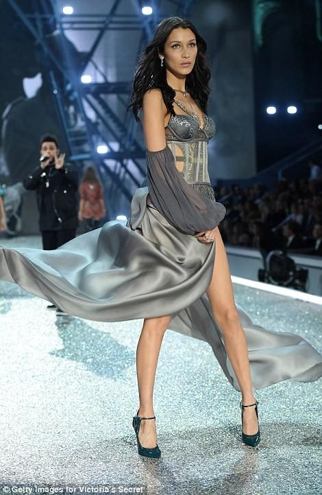 người đẹp,vẻ đẹp,trình diễn,Victoria's Secret,Irina Shayk,catwalk,chân dài, nội y , Gigi Hadid, Kendall Jenner - ảnh 12
