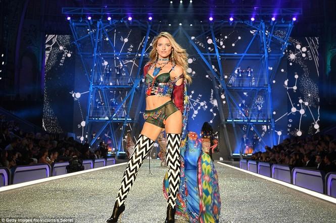 người đẹp,vẻ đẹp,trình diễn,Victoria's Secret,Irina Shayk,catwalk,chân dài, nội y , Gigi Hadid, Kendall Jenner - ảnh 15