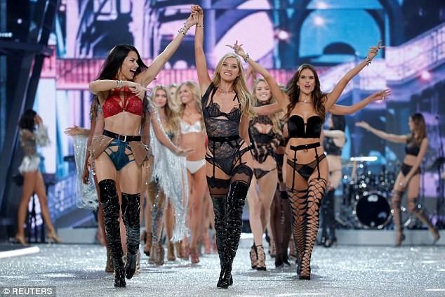 siêu mẫu,người mẫu,người đẹp,quyến rũ,trình diễn,Victoria's Secret,Alessandra Ambrosio,chân dài, Gigi Hadid, Bella Hadid, Kendall Jenner, Adriana Lima - ảnh 1