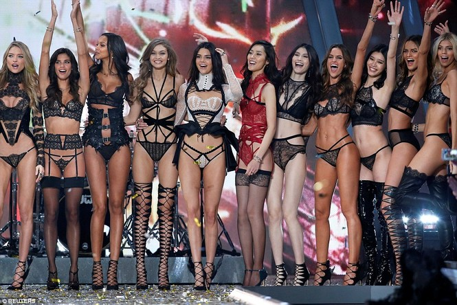 người đẹp,vẻ đẹp,trình diễn,Victoria's Secret,Irina Shayk,catwalk,chân dài, nội y , Gigi Hadid, Kendall Jenner - ảnh 36