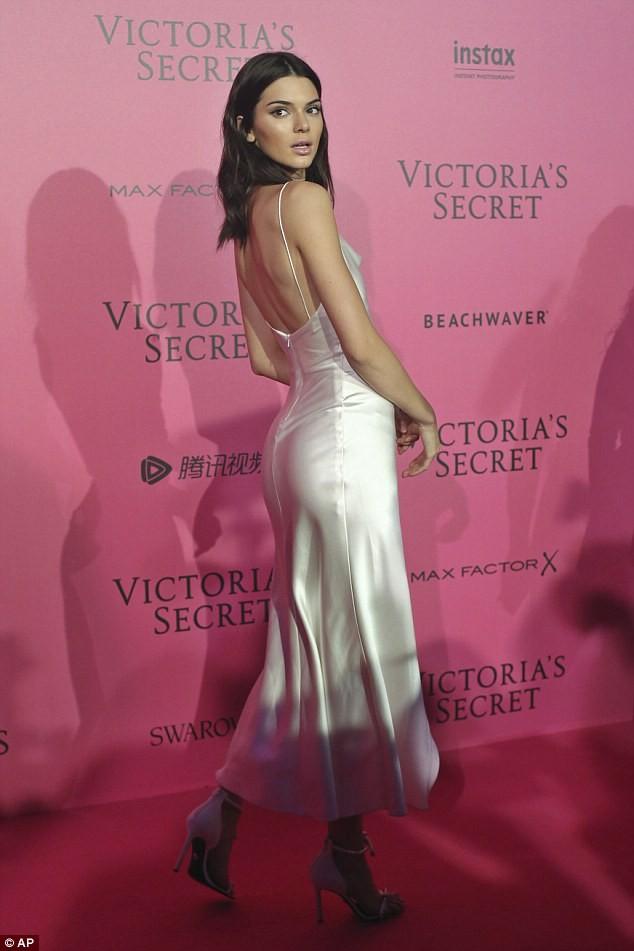siêu mẫu,người mẫu,người đẹp,quyến rũ,trình diễn,Victoria's Secret,Alessandra Ambrosio,chân dài, Gigi Hadid, Bella Hadid, Kendall Jenner, Adriana Lima - ảnh 5