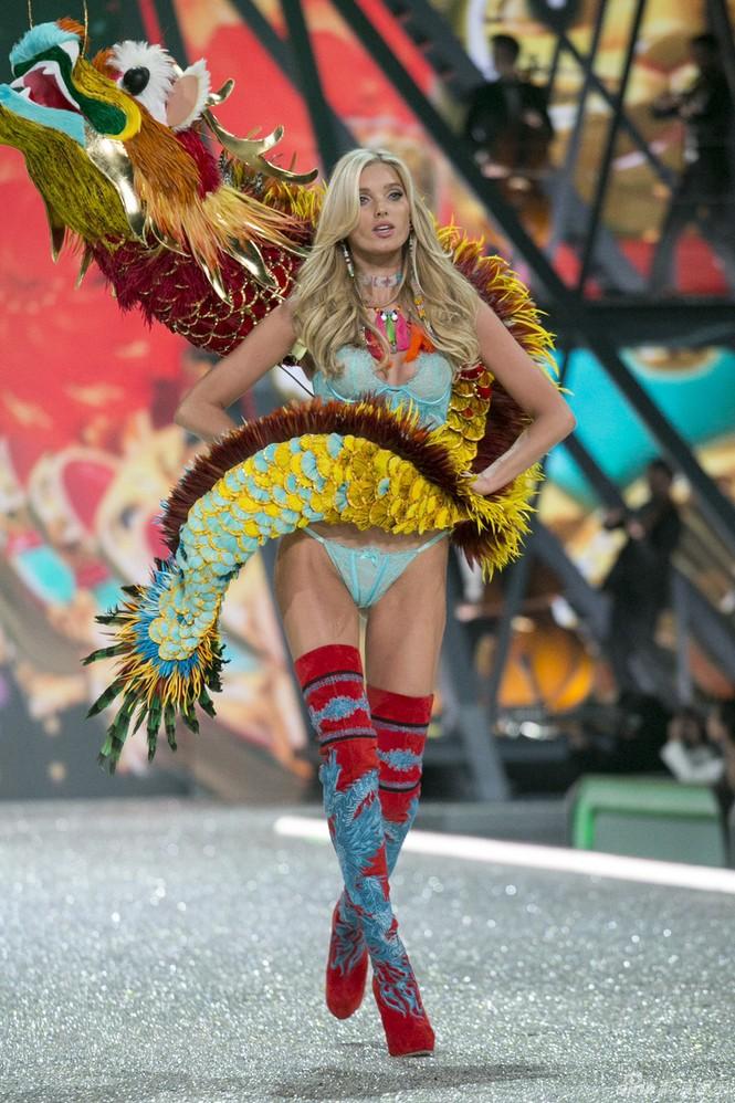 người đẹp,vẻ đẹp,trình diễn,Victoria's Secret,Irina Shayk,catwalk,chân dài, nội y , Gigi Hadid, Kendall Jenner - ảnh 27