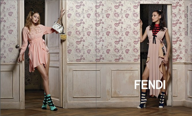 trang phục,nhà thiết kế,gương mặt,quảng cáo,chân dài,bộ ảnh,Chanel,gợi cảm, Gigi Hadid, Bella Hadid, Fendi, Moschino, Steven Meisel, Jeremy Scott, Chanel, Karl Lagerfeld, Max Mara - ảnh 6