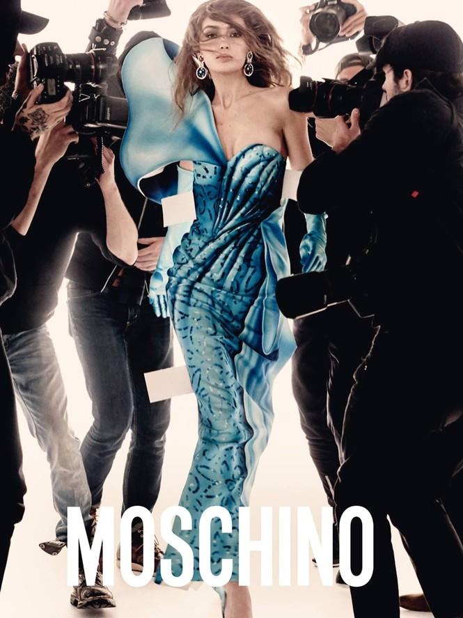 trang phục,nhà thiết kế,gương mặt,quảng cáo,chân dài,bộ ảnh,Chanel,gợi cảm, Gigi Hadid, Bella Hadid, Fendi, Moschino, Steven Meisel, Jeremy Scott, Chanel, Karl Lagerfeld, Max Mara - ảnh 3