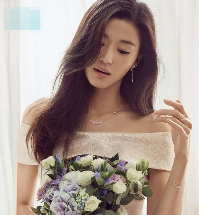 """Nhan sắc U40 đầy quyến rũ của 'nàng tiên cá"""" Jun Ji Hyun  - ảnh 5"""