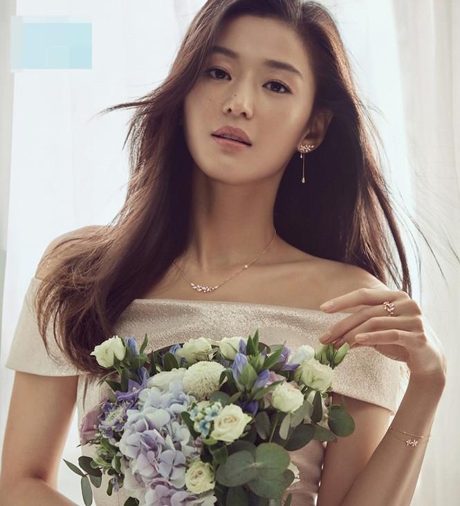 """Nhan sắc U40 đầy quyến rũ của 'nàng tiên cá"""" Jun Ji Hyun  - ảnh 4"""