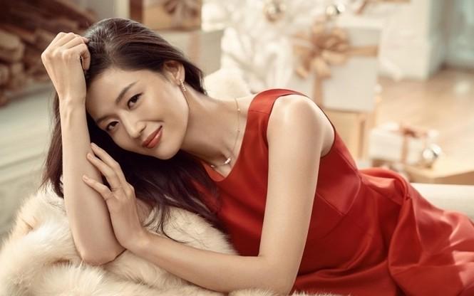 """Nhan sắc U40 đầy quyến rũ của 'nàng tiên cá"""" Jun Ji Hyun  - ảnh 1"""