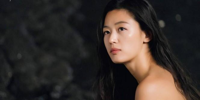 """Nhan sắc U40 đầy quyến rũ của 'nàng tiên cá"""" Jun Ji Hyun  - ảnh 6"""