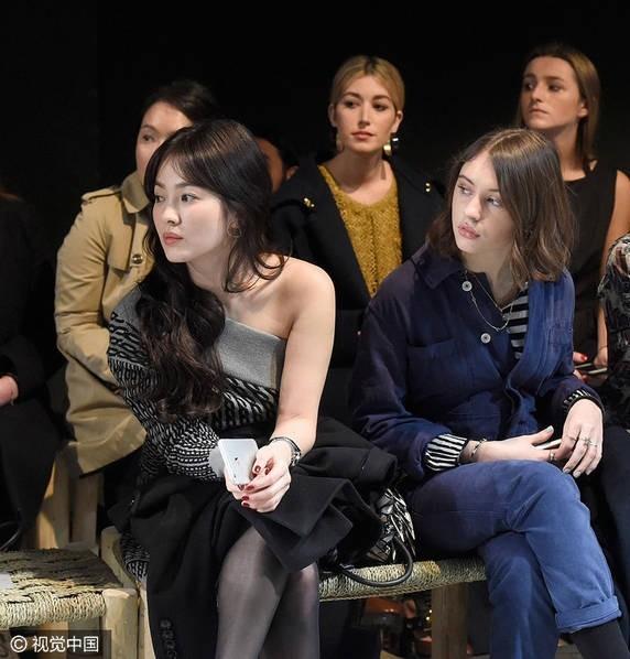 Song Hye Kyo vai trần gợi cảm tại tuần lễ thời trang London - ảnh 2
