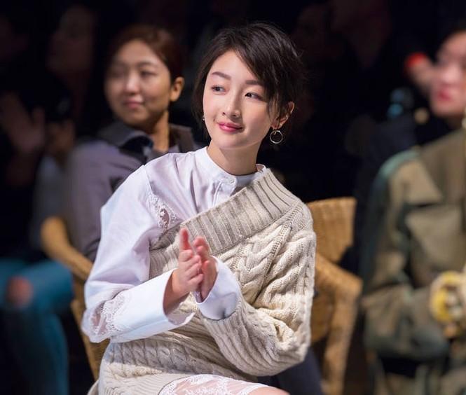 Song Hye Kyo vai trần gợi cảm tại tuần lễ thời trang London - ảnh 5