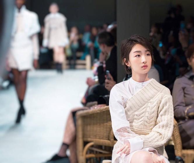 Song Hye Kyo vai trần gợi cảm tại tuần lễ thời trang London - ảnh 6
