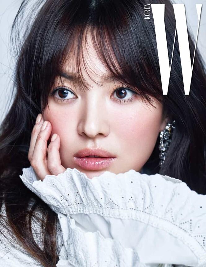 Song Hye Kyo yêu kiều xinh đẹp bên trai trẻ Yoo Ah In - ảnh 2