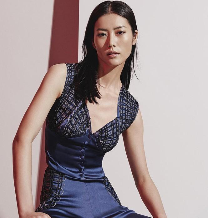 Nàng mẫu gốc Hoa cuốn hút với áo tắm sành điệu - ảnh 4