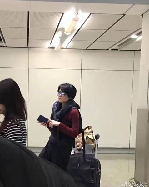 Đình Phong – Vương Phi tình tứ, Lý Á Bằng cô đơn ở sân bay - ảnh 3