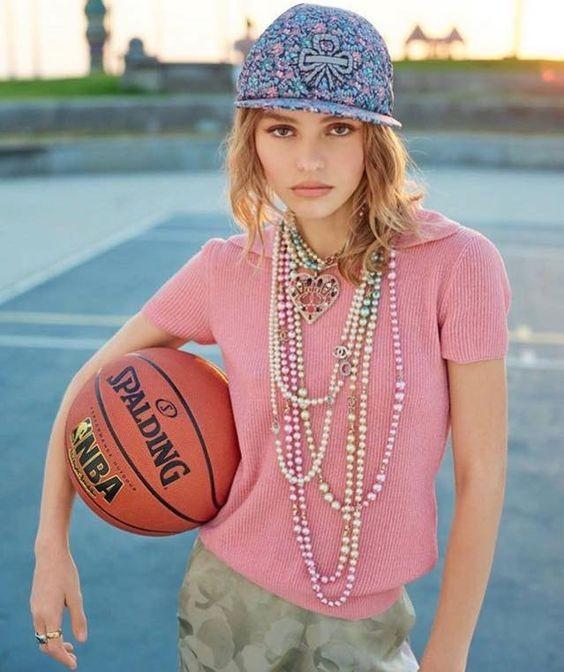 Con gái 17 tuổi của Johnny Depp diện váy xẻ sâu trên thảm đỏ - ảnh 10