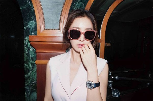 Vợ chồng Kim Tae Hee ngọt ngào tình tứ - ảnh 13