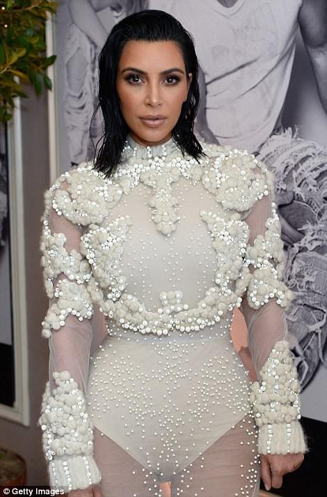Kim Kardashian ấn tượng với bodysuit bó sát  - ảnh 2