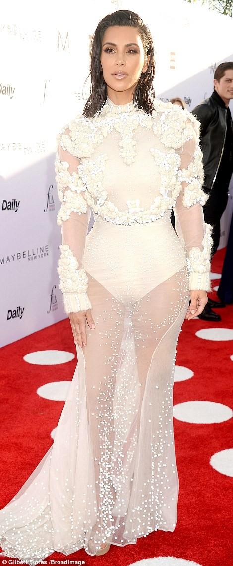 Kim Kardashian ấn tượng với bodysuit bó sát  - ảnh 3