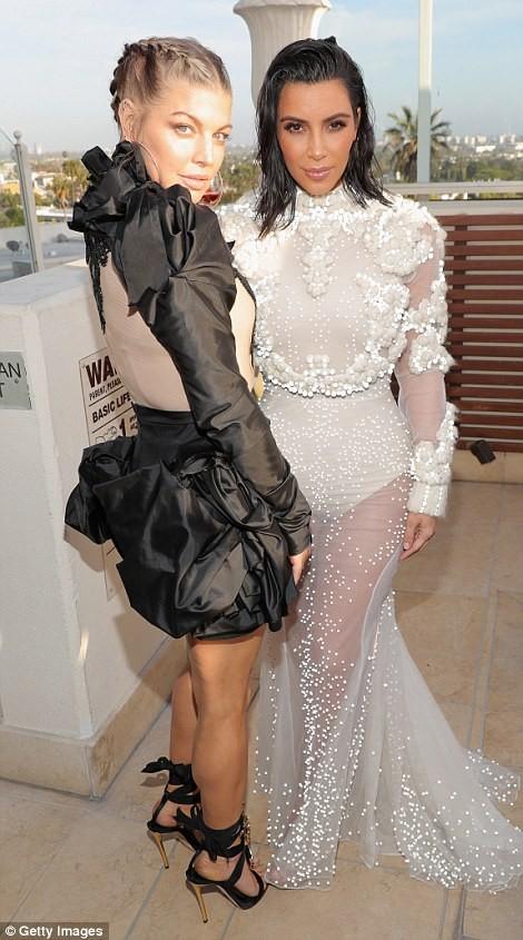 Kim Kardashian ấn tượng với bodysuit bó sát  - ảnh 8