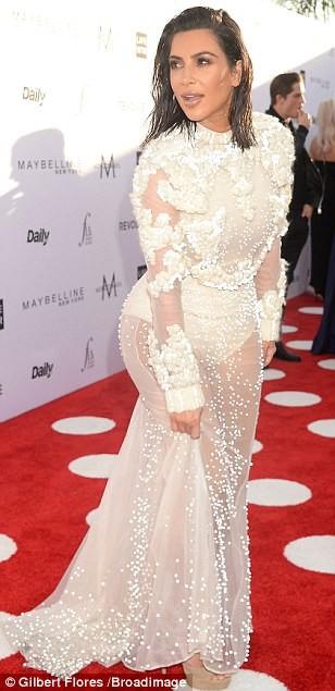 Kim Kardashian ấn tượng với bodysuit bó sát  - ảnh 6