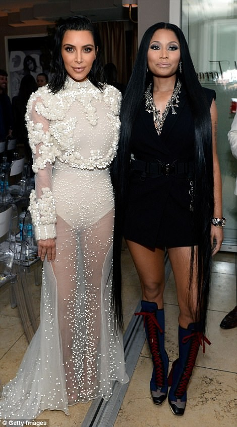 Kim Kardashian ấn tượng với bodysuit bó sát  - ảnh 9