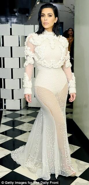 Kim Kardashian ấn tượng với bodysuit bó sát  - ảnh 4