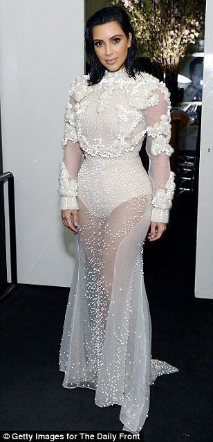Kim Kardashian ấn tượng với bodysuit bó sát  - ảnh 5