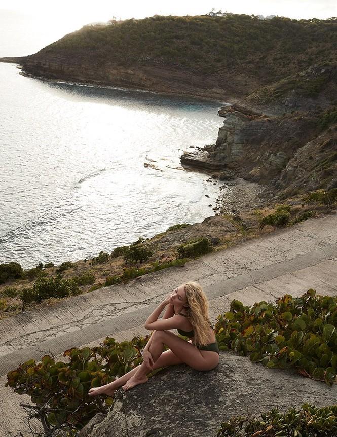 Đường cong nữ thần của 'chân dài' Thụy Điển - ảnh 7