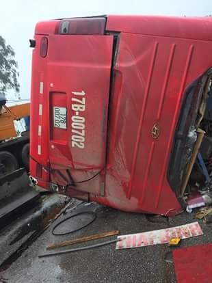 Những hình ảnh hiện trường lạnh gáy vụ lật xe khách ở Hà Tĩnh - ảnh 3