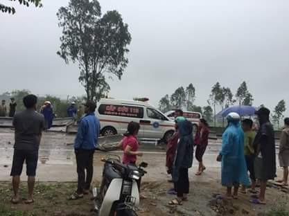 Những hình ảnh hiện trường lạnh gáy vụ lật xe khách ở Hà Tĩnh - ảnh 5
