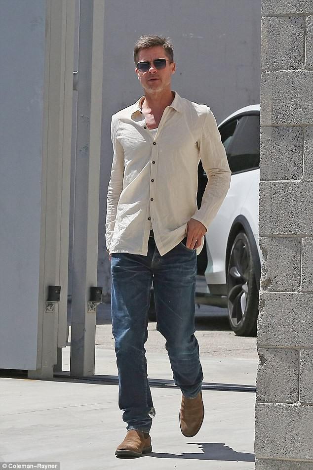 7 tháng chia tay Jolie, Brad Pitt gầy rộc, già đi trông thấy - ảnh 3