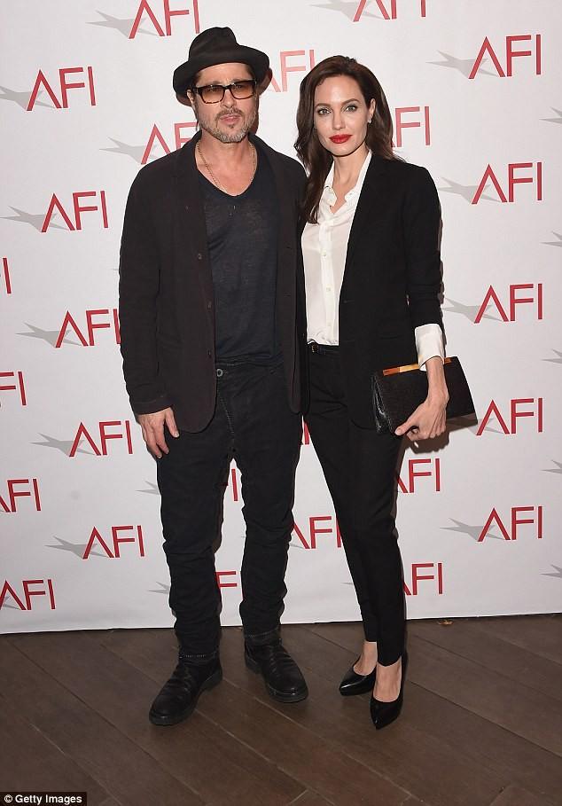 7 tháng chia tay Jolie, Brad Pitt gầy rộc, già đi trông thấy - ảnh 5