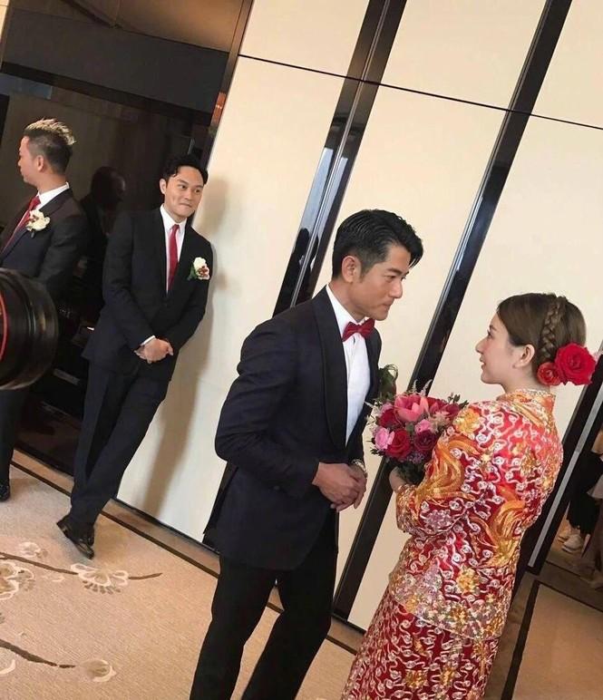 Chú rể Quách Phú Thành bảnh bao trong lễ cưới - ảnh 2