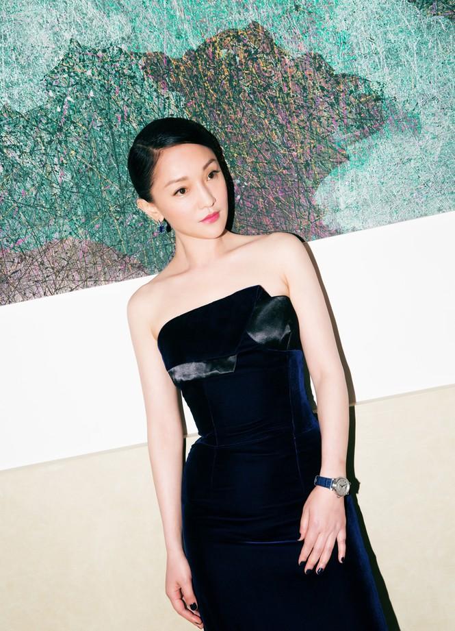 Châu Tấn sang trọng nổi bật với đầm đen gợi cảm - ảnh 3